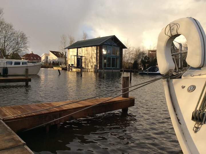 Drijvende woning Leeuwarden
