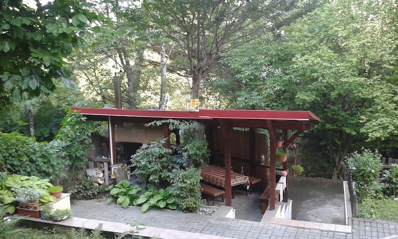 Chata v lesnom prostredí