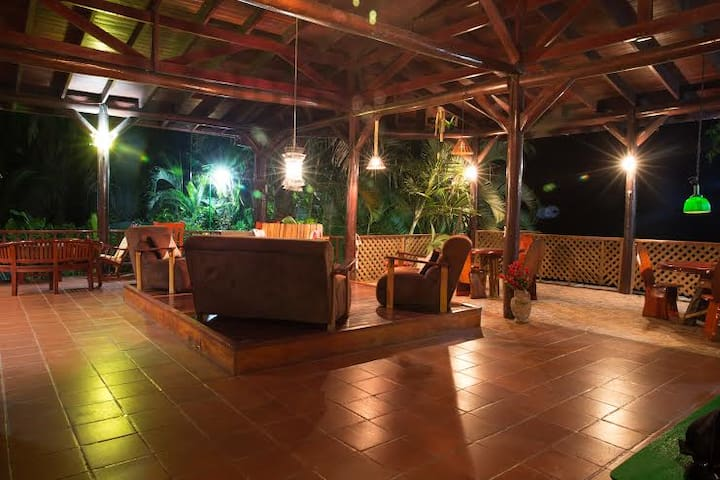 JungleVilla Rm2, Max. 5p, Pool, Airco, Wifi, Refri