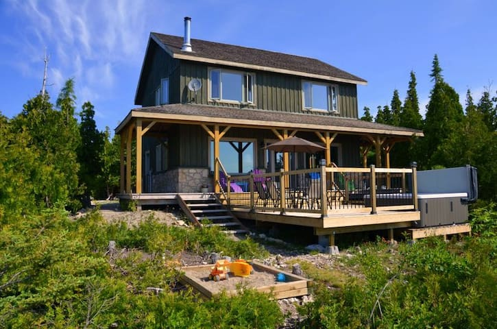 Luxury Rental Cottage on Lake Huron - Tobermory - Hus