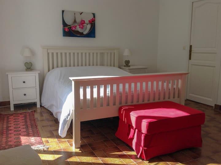 Quiet private room in maison de Maître