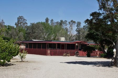 Cozy 2 BD on 4 acres with orchard - Rosamond - Casa