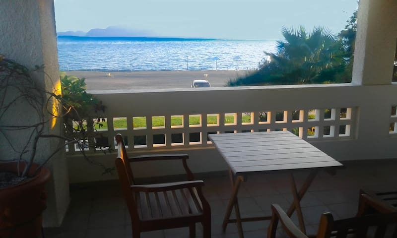 SEASIDE BEACH APARTMENT WITH VIEW - PORTO HYDRA VILLAGE