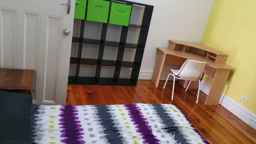 (572)雙人房,兩張單人床 - Burwood - Huis