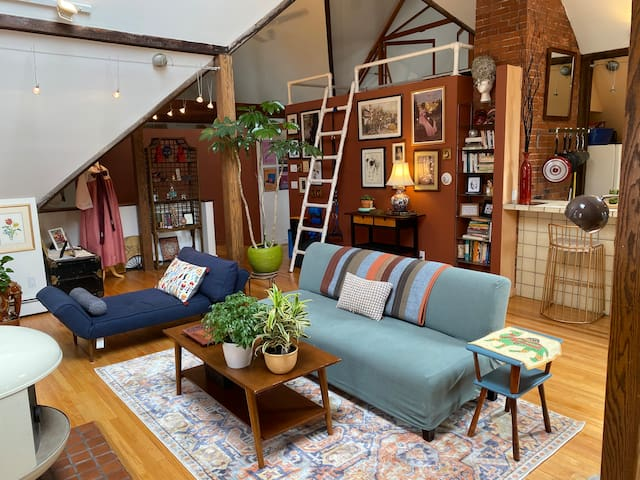 Unique artist's loft close to Yale campus