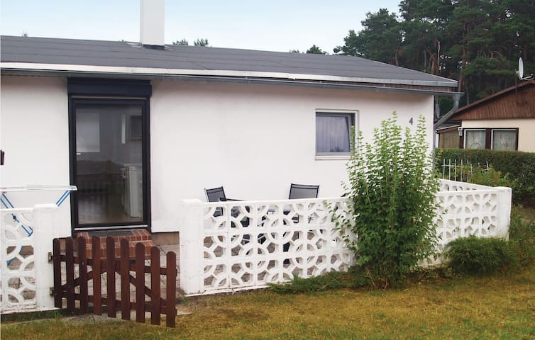 Holiday cottage with 1 bedroom on 40 m² in Bellin