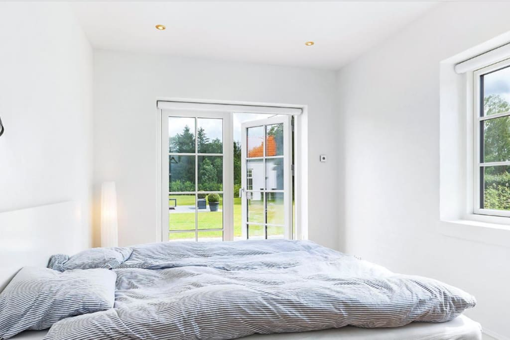 Quiet private bedroom with double bed and direct access to private terrace