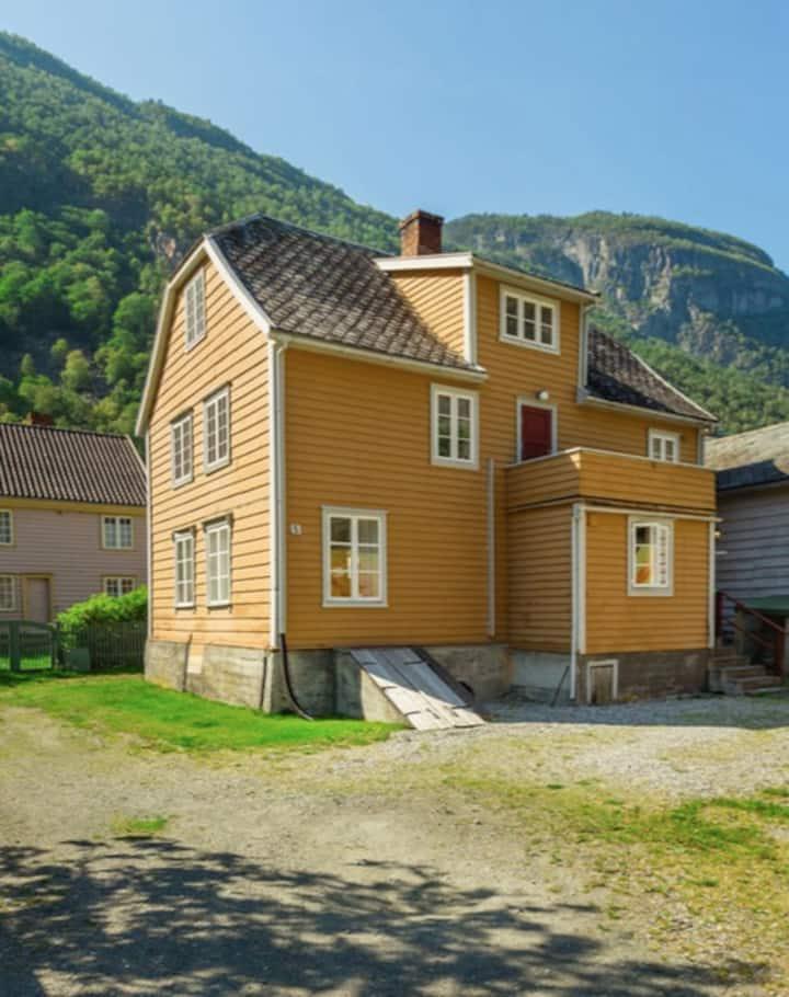 Charming town house in Lærdal
