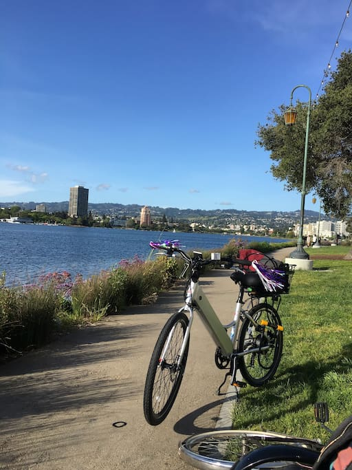 Two blocks from Lake Merritt. Great for walking around and people watching. Farmers market is on Saturday mornings until about 2 or 3 pm.