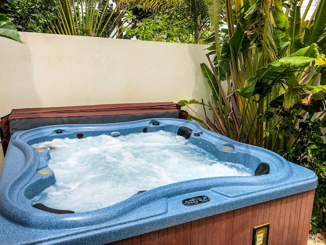 Pool side Villa 3 with private Garden Hot Tub XXL