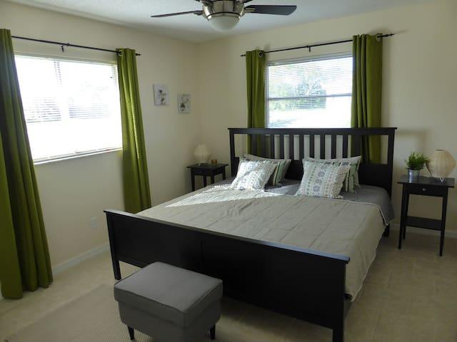 Schlafzimmer IIII mit Kingsize Bett / bedroom IIII with Kingsize bed