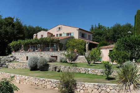 Provencale family home - large pool - Le Rouret