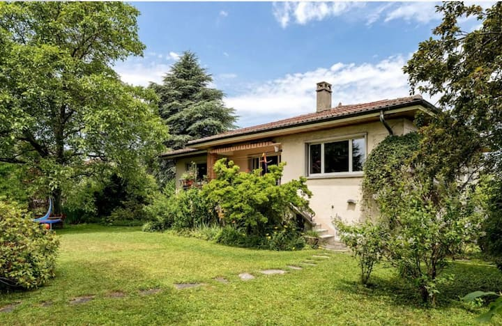 Large house with beautiful garden in Lausanne