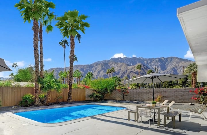K0638-Butterfly Retreat: You'll Love the Mountain View from your Swimming Pool!