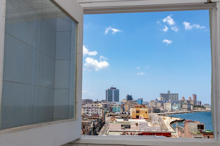 Suite Malecón 5 Habitación con baño privado