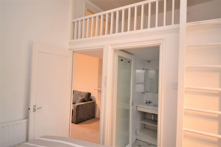 Modern Apartment By Primrose Hill