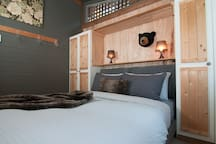 Cosy Treehouse Cottage  bedroom with queen size bed