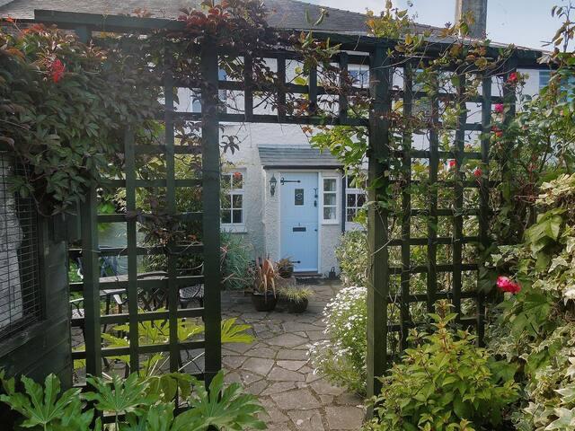 Lawn Cottage (29499)