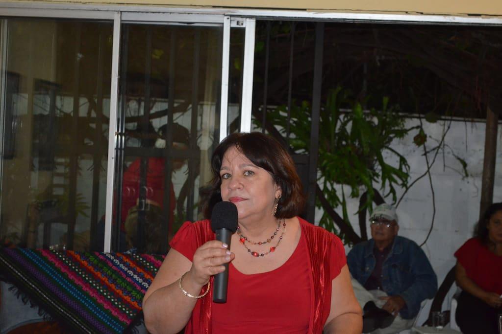 Anfitriona Denisse Morales