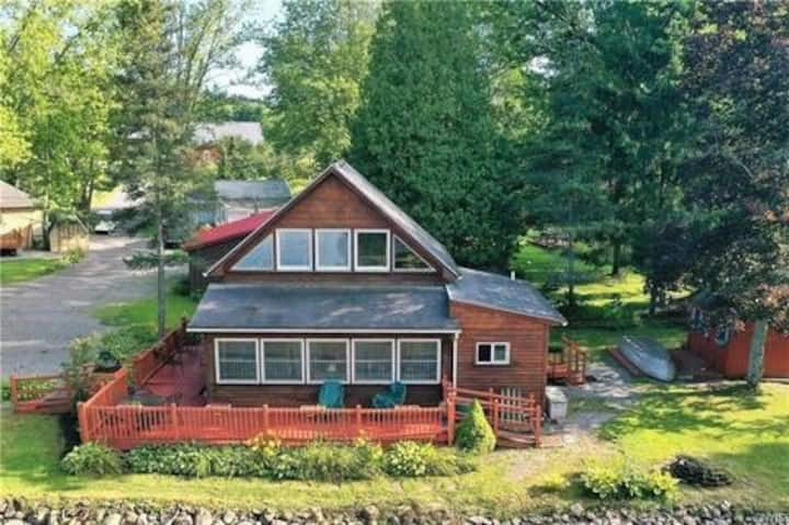 Charming 100 year old Lake Front Retreat!