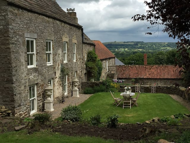 Large Country Farmhouse B & B - Wolsingham - Bed & Breakfast