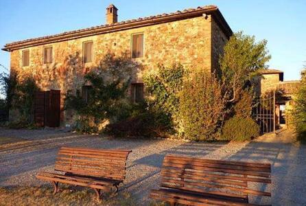 The Olive Tree  Farmhouse - Vico D'arbia - 独立屋