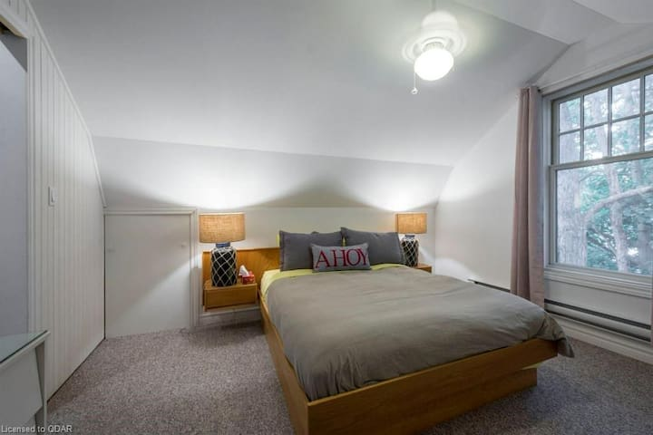 Guesthouse bedroom 1