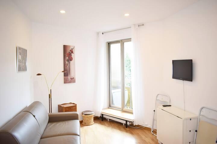 STUDIO NEUILLY SUR SEINE/PARIS