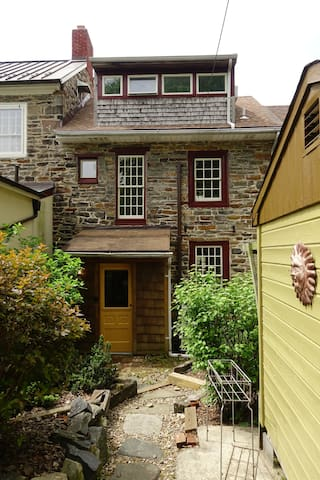 1811 Stone Hill Guest House near JHU & The Avenue