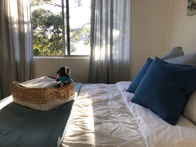 Quiet Room (for 1) 15 mins walk to Coogee Beach!