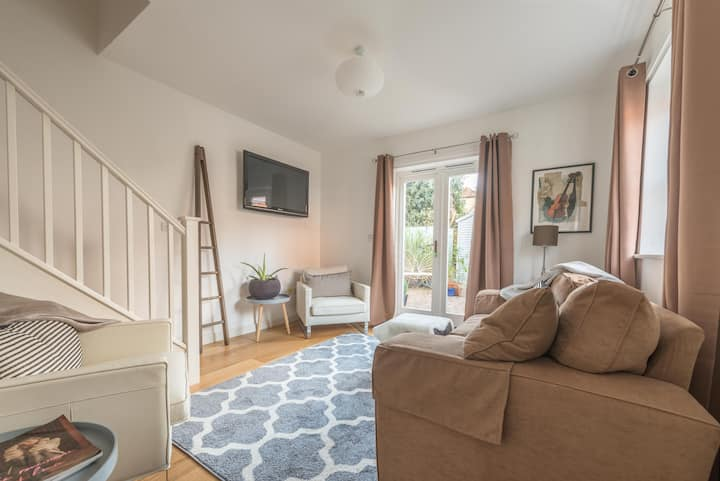 Charming Central Henley Mews House