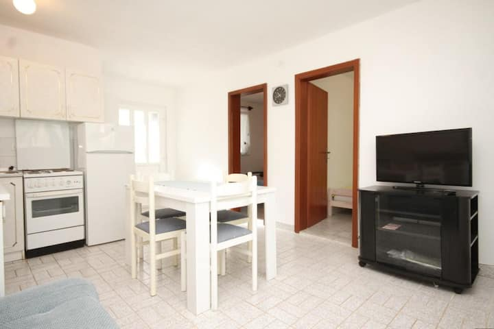 Two bedroom apartment with terrace and sea view Milna, Vis (A-8895-b)