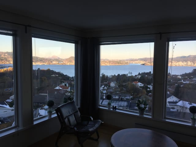 Private room for rent in shared house - Bergen - Casa