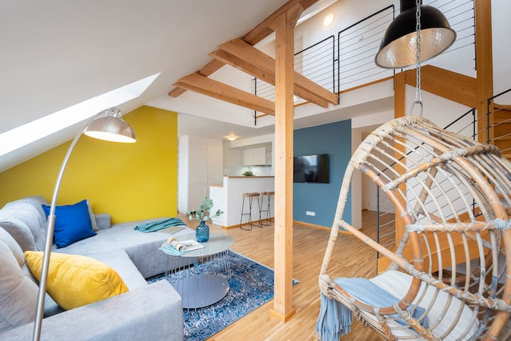 ★ RENOVATED ATTIC APT FOR 8 PEOPLE ★