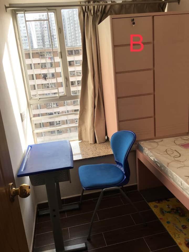 粉嶺車站上蓋,只限女生。Comfy private rooms apt above MTR!