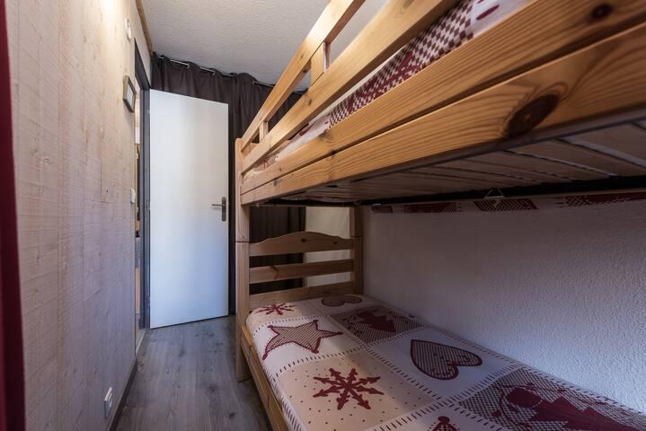 lits superposés dans la cabine
