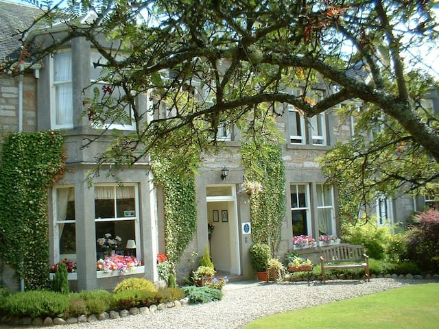 Dunmurray Lodge Guesthouse - Pitlochry - Bed & Breakfast
