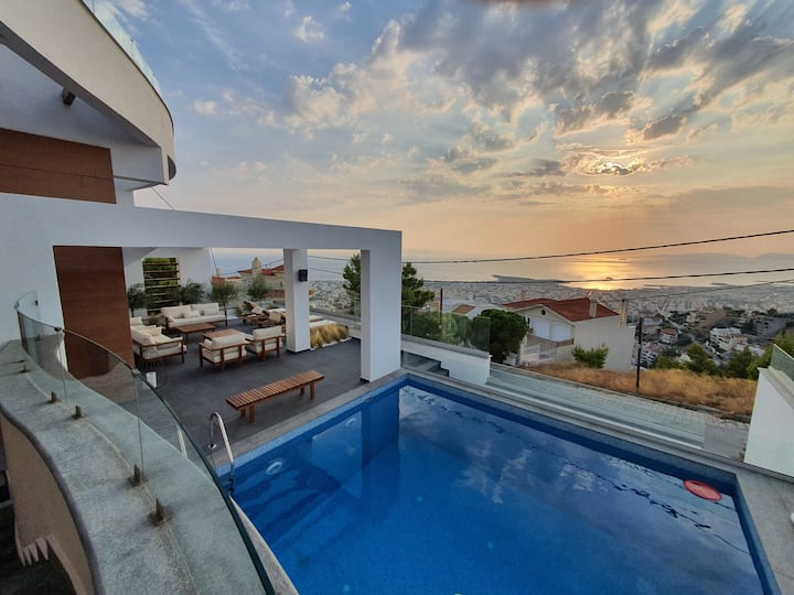 Villa Azure, w/pool, jacuzzi and full sunset view