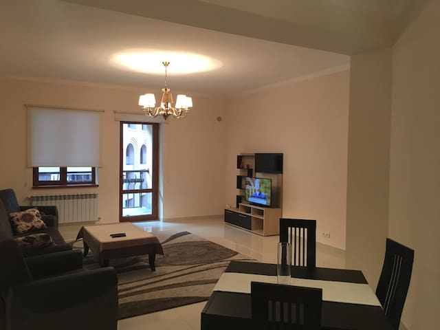 Northern Avenue 2b/d Deluxe Apartment WithBalcony