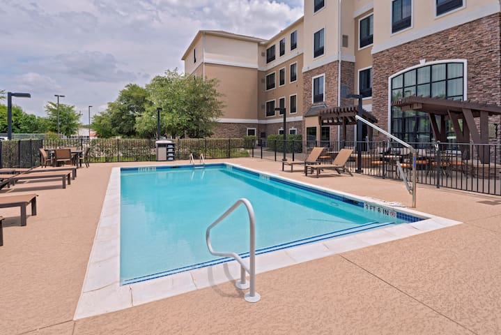 Suite with Air-Conditioning, Outdoor Pool Access, Free Breakfast + More!
