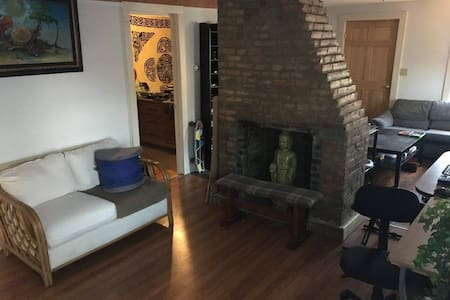 Private Room in Artist Home - Providence - House
