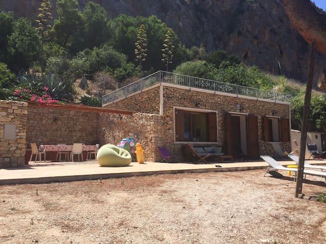 Cottage on the sea in the Riserva of Monte Cofano