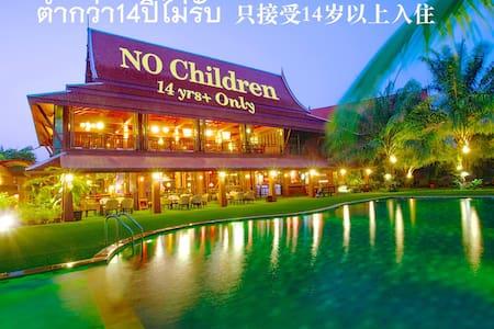 Baan Suchadaa Lampang : Paragon Room - Lampang - 家庭式旅館