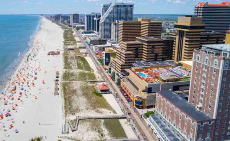 1 block,beach, casino, boardwalk, bus, shopping!!