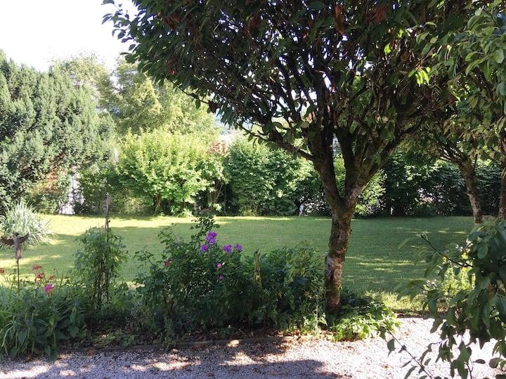 Schönes Landhaus mit Garten und Seeblick