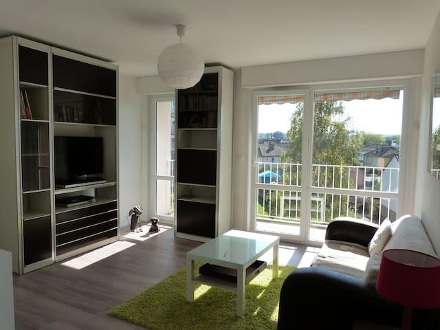 Lumineux appartement de 2 chambres - Laval - Condominio