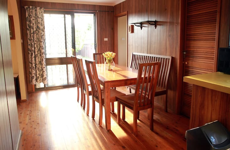 Spacious peaceful house close to shops restaurants