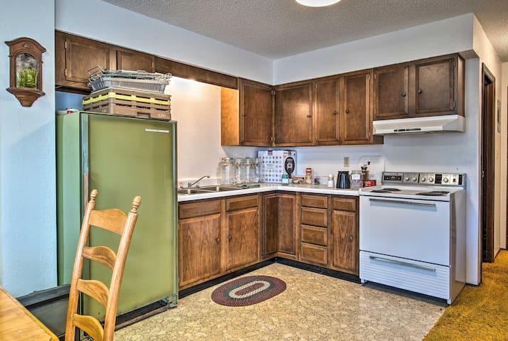 Whip up gourmet goods in the well-equipped kitchenette.