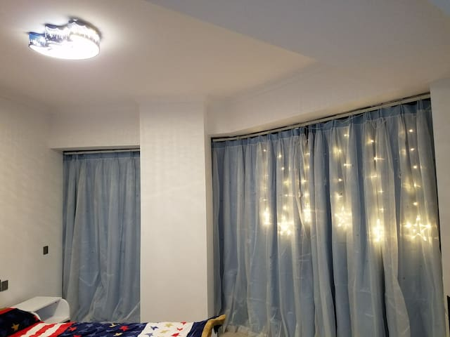 星月顶灯及窗帘