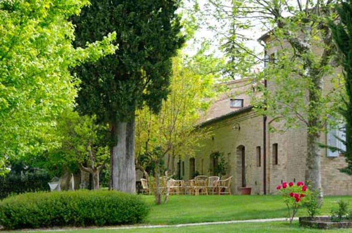 Borgo Sorbatti - La Villa Magazzini con Piscina